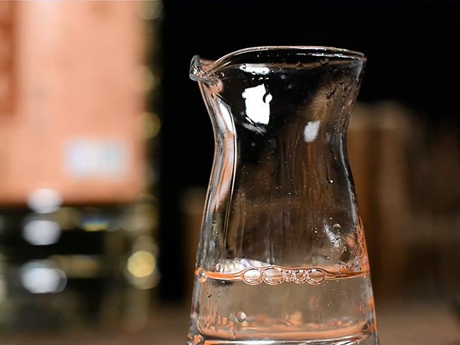 四个方法告诉你品散酒才有味道?(望,闻,缀,咽)